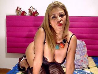 MatureDelicious - Show sexy with this Mature with gigantic titties