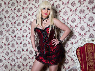 FreyaGold - online chat xXx with a shaved pubis Hot chicks
