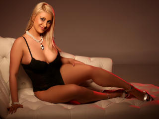 SweetJoy - Sexy live show with sex cam on XloveCam®