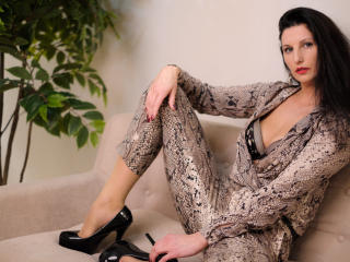 PaolaRizzi - Webcam live exciting with this shaved pubis Hot chick