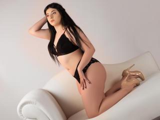 Sexy nude photo of CurvyOlivia