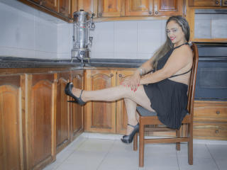 TefyChic - Chat hard with a latin american Hot chick