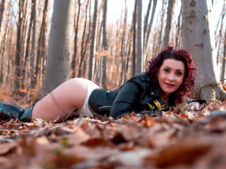 SandraCruise - Live cam exciting with this White Girl