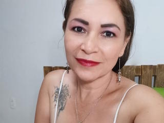 QuezNasty - online chat porn with this reddish-brown hair Sexy mother