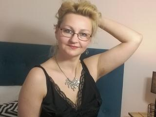 MiriamTRUE - Web cam exciting with a scrawny MILF