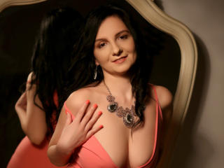 MadameAlexaX - Show live sexy with this so-so figure MILF