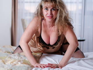 LadyMariahX - Live chat porn with this MILF with big bosoms