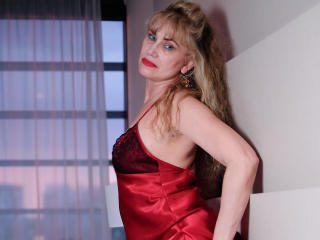 LadyMariahX - online show x with this White Lady over 35