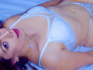 LuarenFox - Chat hard with a latin american Hot babe