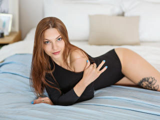 KellyDream - Live hard with this shaved intimate parts Exciting young lady