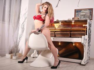 LillianAlexy - Webcam x avec cette Resplendissante fille hot à la chevelure d'or sur le site Xlove