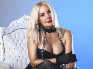 StunningLadyx - Live cam sexy with this European MILF