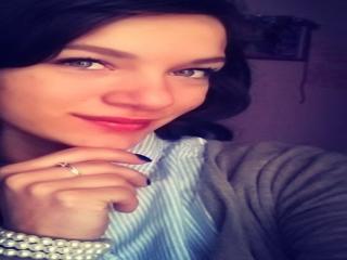 Bild på den sexiga profilen av AmelyShy för en väldigt het liveshow i webbkameran!