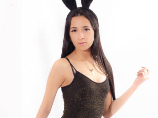 CherieLiLy - Chat live hot with this shaved pubis 18+ teen woman