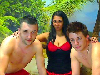 Foto del profilo sexy della modella TRIOsavage, per uno show live webcam molto piccante!
