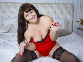 DonnaMadona - Chat cam hot with this hairy genital area Horny lady
