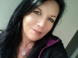 Photo de profil sexy du modèle Riana69, pour un live show webcam très hot !