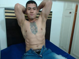 LatinoCaliente - Chat live hot with a latin Homosexuals