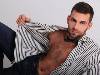 Poza sexy de profil a modelului TommyHartman, pentru un intens show webcam live !