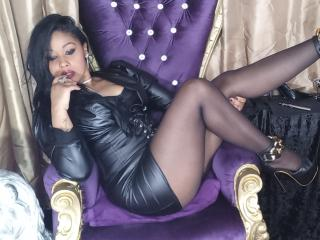 DeLuxeDiamond - Live chat exciting with a muscular body Mistress